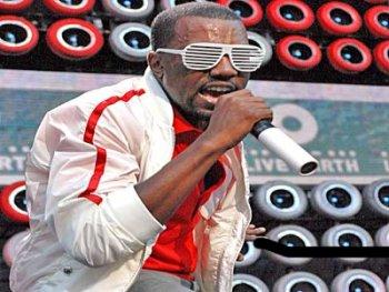 Kanye West - Rocking The Glasses